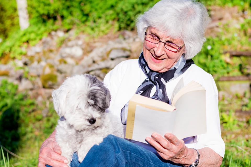 Envelhecer na companhia de pets ajuda a combater a solidão