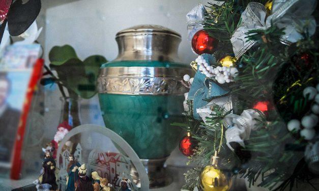 Como os cinerários para cinzas de cremação podem perpetuar homenagens e tradições?
