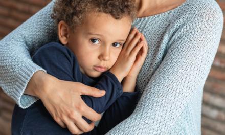 Como ajudar uma criança a superar a perda de um irmão? Leia e saiba mais
